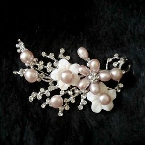 Pearl Brooch in style with original bag. New.